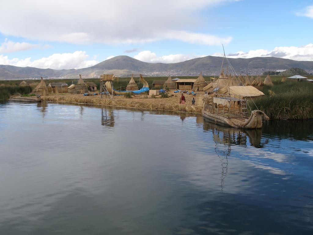 lac-titicaca-village